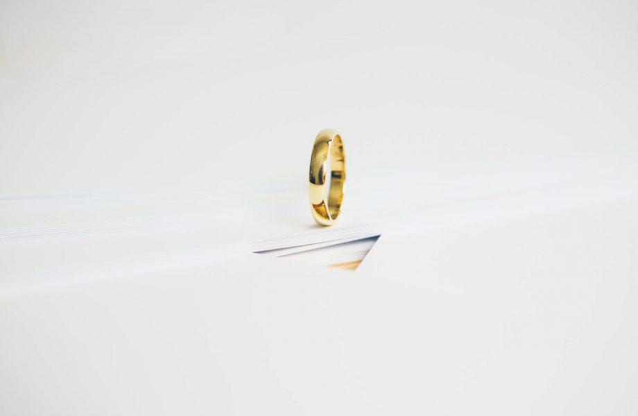White & Gold Minimal