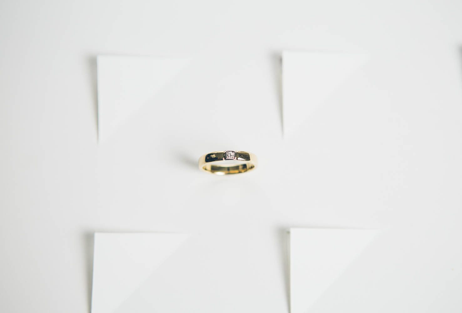 Shiny - Solitario White & Gold
